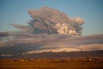 15.4.2010 Obří výbuch islandské sopky přerušuje leteckou dopravu nad Evropou