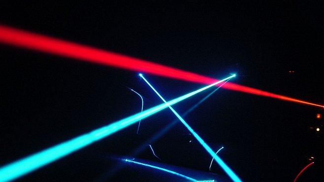 Laser přitahující mikroskopické objekty existuje nejen ve Star Treku. Objevili jej vědci z Brna