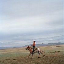 Historicky jsou Tuvinci kočovní pastevci, kteří stěhují svůj aal, jurtový tábor, i své ovce, krávy a soby od jedné pastviny ke druhé, podle střídání ročních období.