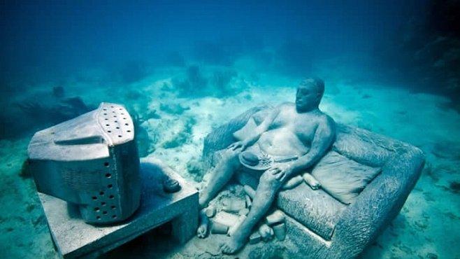 Stovky soch na dně oceánu. Největší podmořská galerie na světě