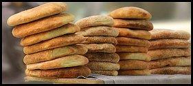 Chléb je potravina číslo jedna. Žitný, kvašený, nekvašený, placatý nebo kulatý. Všude je jiný, ale stejně důležitý.