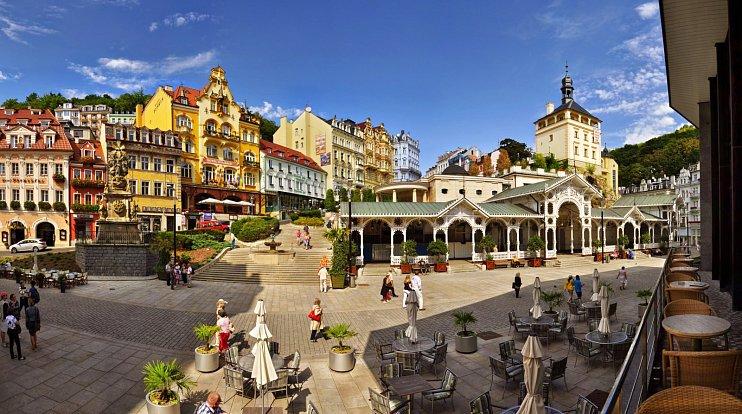 V letošním roce slaví Karlovy Vary 700. výročí narození Otce vlasti a koná se zde mnoho zajímavých akcí. Jedna z nejvýznamnějších je Zahájení lázeňské sezony.