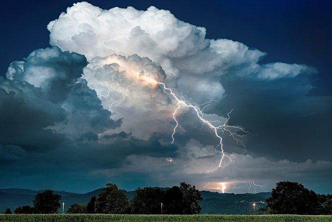 """Část USA se hovorově nazývá Tornado Alley (""""tornádová ulička"""")..."""