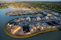 Kanály umožnily výstavbu naokraji bažin vmístech, jako je západní část okresu Palm Beach