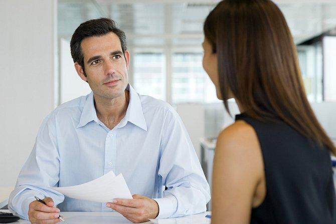 Oční kontakt je považován za nejsilnější neverbální komunikační kanál.