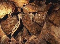 Listopadová jeskyně