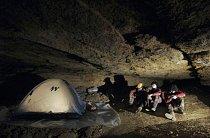 Jedině jeskyně je pro nemocné vysvobozením, místem, kde se mohou volně pohybovat.