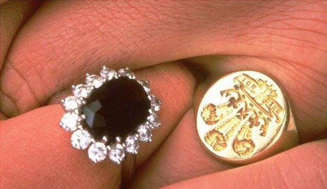 Nejznámější prsten světa. Příběh artefaktu, který nosila princezna Diana a ovlivnil světovou ekonomiku