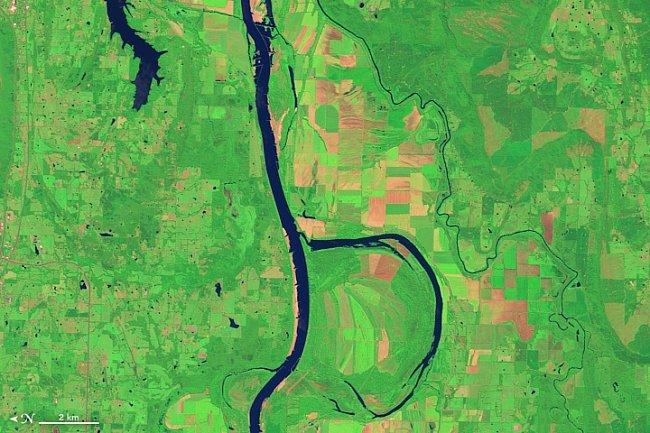 Písmeno B – V Arkansasu teče stejnojmenná řeka, jež poskytuje v zimě útočiště 100 000 kusů kachen a hus.