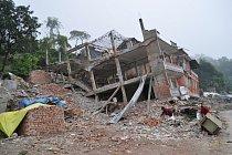 Pro lidi, kteří kvůli zemětřesení přišli o dům i živobytí, vznikly tábory pro vnitřní uprchlíky.