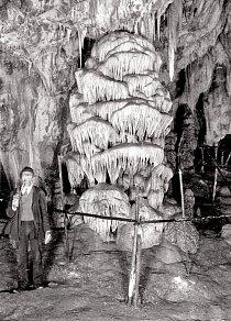 Objevitel V. Sedlák v Eliščině jeskyni