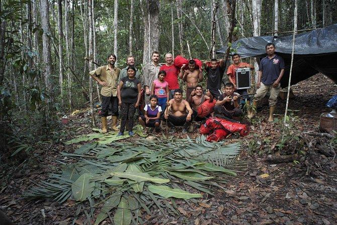 Celý expediční tým s pemonskými pomocníky v roce 2015 po sestupu ze stolovky.