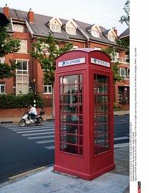 Červená telefonní budka nesmí chybět.