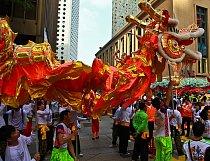 Na  Nový rok odpoledne je hongkongská tepna Chater Road  ucpána k prasknutí.