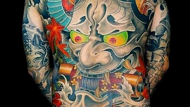 Japonské tetování vypráví příběhy vrahů i obětí. V lázni ho ale neuvidíte
