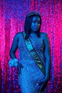 Královna plesu Cha'Leyah Flemingová, která je v posledním ročníku Northwestern High School ve Flintu, stát Michigan, pózuje v roce 2017 na portrét ze školního plesu. V roce 2019 se škola uzavře a všichni studenti z města budou v jediné střední škole.