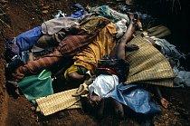 V Zairu si voda vyžádala spousty obětí. V roce 1994 v uprchlickém kempu  museli oběti cholery pohřbívat do masových hrobů.