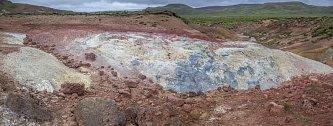 Landmannalaugar hraje všemi barvami, díky lávě plné minerálů, jež se ochlazovala neobvykle pomalu.