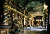 Mezi nejkrásnějšími knihovnami nemůže chybět pražské Klementinum, které bylo otevřeno roku 1772 a od roku 1775 začalo zaznamenávat údaje o počasí. Je zde uloženo přes 20 000 svazků převážně cizojazyčné teologické literatury.