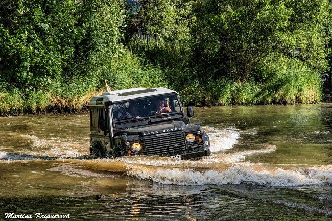 Během ní se ukázalo, že žádná výzva – včetně brodění řekou Úhlavou – není pro tento automobil problém. A nelze se divit…