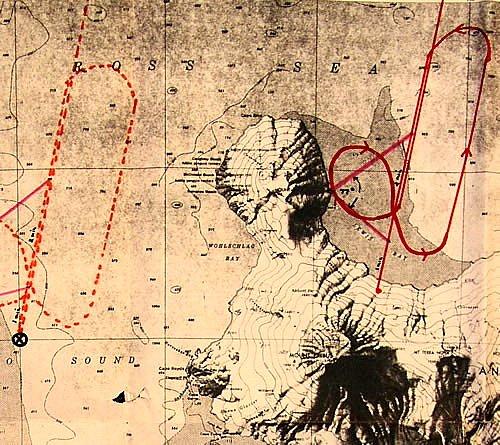 Výřez mapy – vlevo trasa letu a místo o kterém se posádka domnívala že se nachází právě nad ním, vpravo skutečná trasa letu.