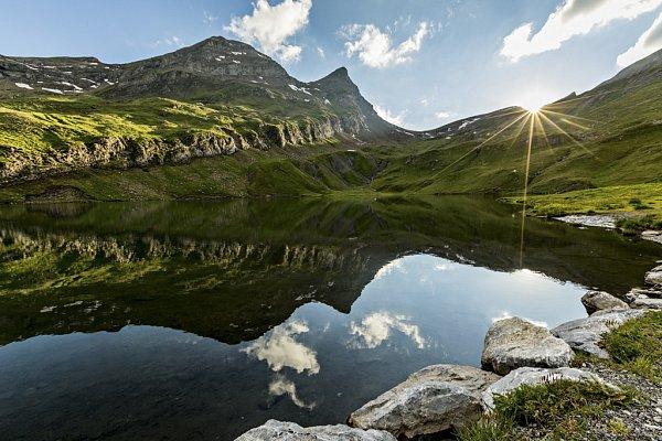 Jezero Bachalpsee uGrindelwaldu