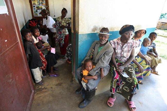 Nyamibungu je jedno z nejlepších zdravotních center v oblasti Kitutu na východě DR Kongo. Kromě relativně kvalitnější lékařské péče nabízí například i zubařské služby a vyrábí se tu protézy pro lidi s