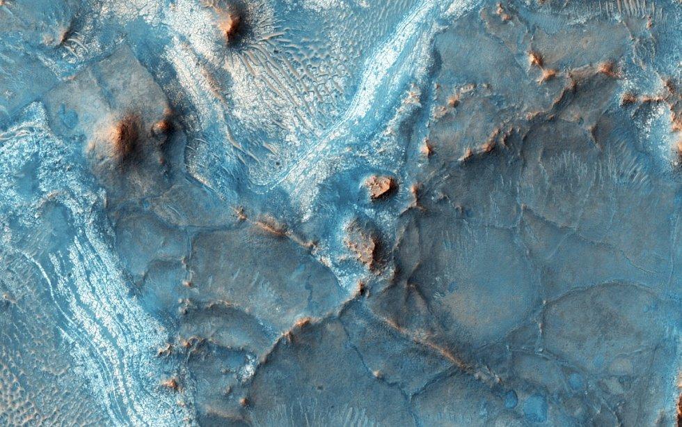 Oblast Nili Fossae je jedna z nejbarevnějších na Marsu. Patří mezi nejstarší části planety a má zajímavou geologickou historii.