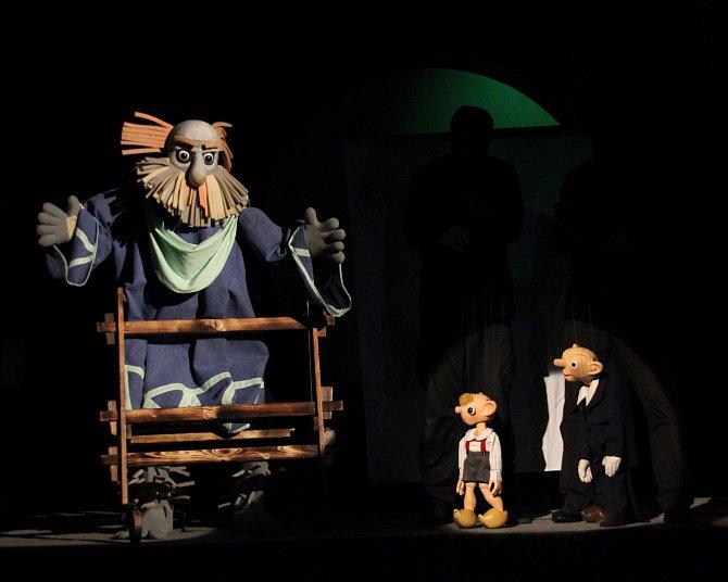 V rámci Zlatého fondu Divadla Spejbla a Hurvínka si můžete vychutnat hru pro dospělé, která byla poprvé uvedena v roce 1932.