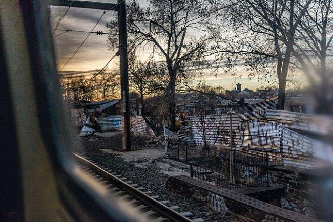 Trať společnosti Amtrak vrušném Severovýchodním koridoru nedaleko Filadelfie vede stejnými místy jako železniční trať v19. století. Vkaždém městě avesnici podél trati zvonily zvony azněly salvy zděl.