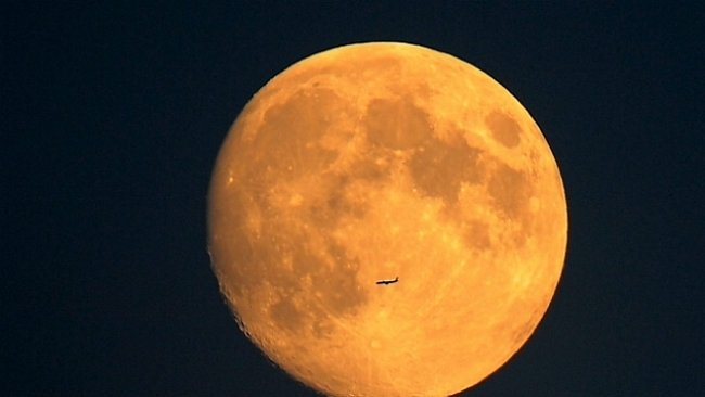 Superměsíc: dnes v noci bude tak velký, že si při něm budete moci číst noviny