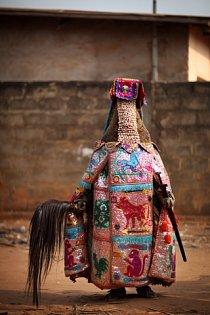Tradice voodoo v Beninu sem láká každoročně mnoho turistů.
