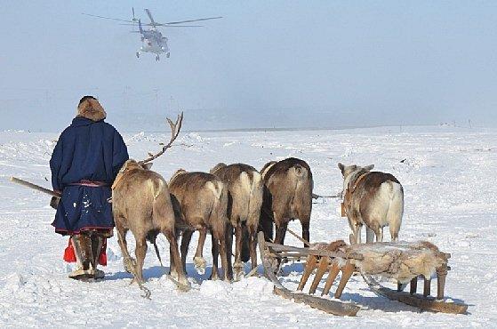 Něnci: Šamani na sněžných skútrech vládnou ledovým pláním Sibiře