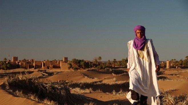 Život na Sahaře? Pouštní bouře, nedostatek vody, tajine a datle