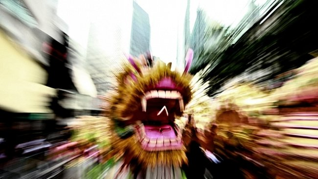 OBRAZEM: Počet tančících draků překonal v Hongkongu světový rekord