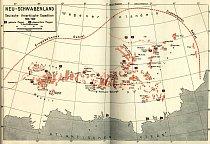 Výsledek práce německé antarktické expedice v roce 1938. Prozkoumané území na mapě s vyznačenými místy, kde byly vztyčeny, nebo shozeny z letadel vlajky tehdejšího nacistického režimu.