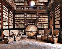 Biblioteca Civica, Fermo v Itálii, založená v roce 1688, schraňuje lékařské a jiné vědecké spisy, které jí odkázal lékař Romolo Spezioli. Knihovna v Globusovém sále byla otevřená pro veřejnost od svého založení a lze ji navštívit současně s hlavním muzeem