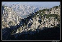 Vápencové kaňony kolem žulového pohoří Haghier
