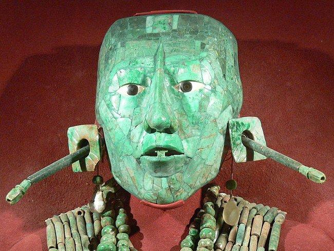 Pakalova maska z nefritu