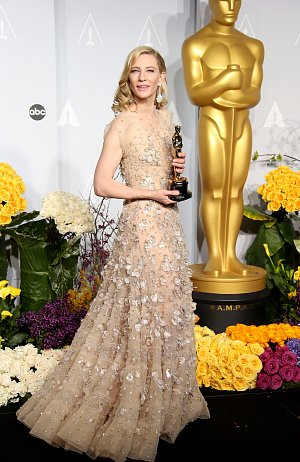 Cate Blanchett získala Oscara za ztvárnění hlavní role ve filmu Jasmíniny slzy