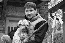 Seriálový mafián Záviš v podání Ivana Jiříka vyrazil na chalupu.