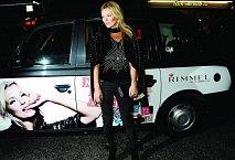 Kate Moss na párty značky Rimmel