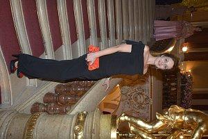 Mona ples v opere