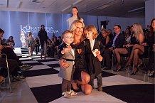 Simona Krainová se svými syny Brunem a Maxem byla hvězdou přehlídky Kateřiny Geislerové.