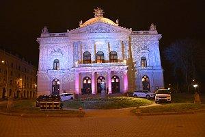 Mahenovo divadlo v Brně se na jedinou noc proměnilo v plesový sál plný elegance.