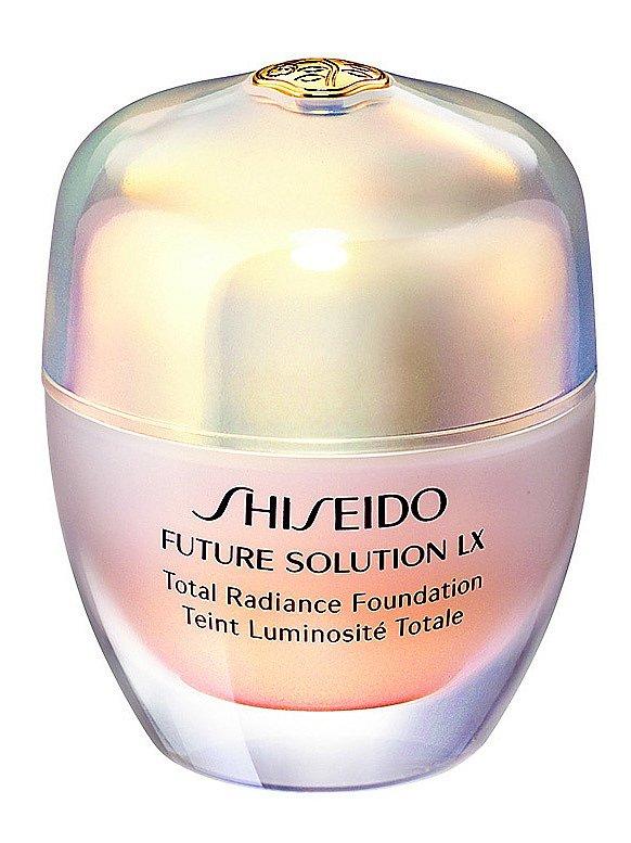 Rozjasňující make-up Future Solution LX SPF 20, Shiseido, 30 ml 2250 Kč.