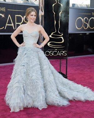 Předávání Oscarů 2013: Amy Adams na červeném koberci