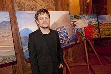 Slavnostní večer moderoval herec Jiří Mádl. Ten plánuje cestu do školy v Himálajích na příští rok.