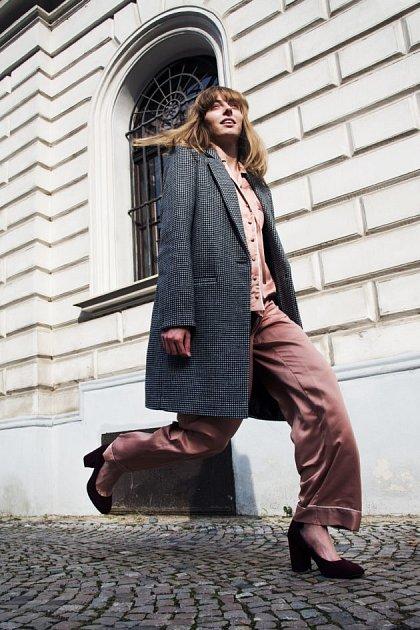 Kabát, 1199Kč, pyžamo, 699Kč, lodičky, info oceně vobchodě Kč, vše F&F.