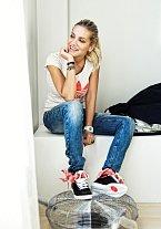 Daře se zalíbily tenisky adidas Top Ten Hi Sleek Bow a tričko Trefoil Diamond